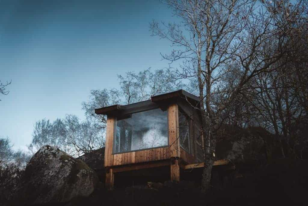 airbnb-glamping-in-yorkshire-with-hot-tub-1024x684